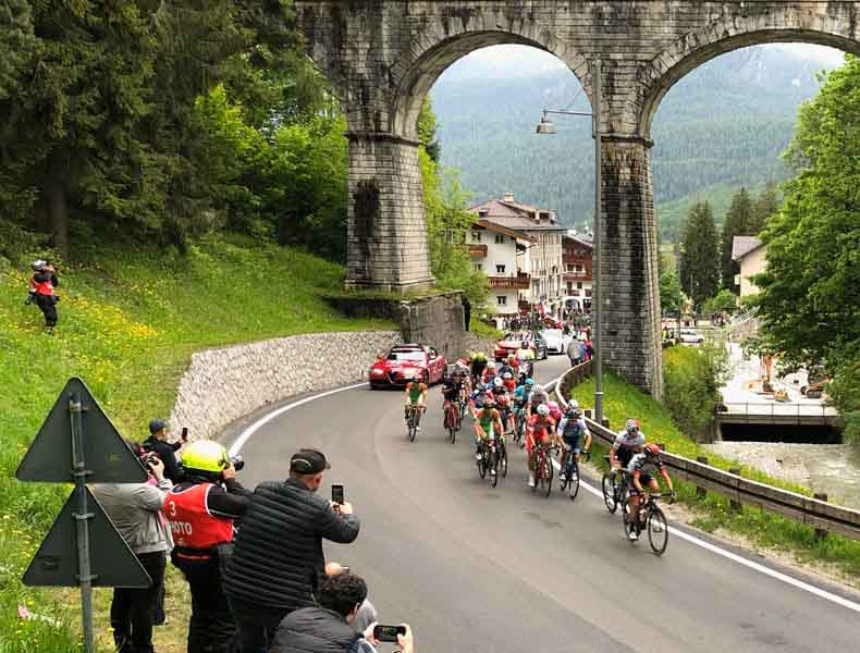The Giro cycle race going under a bridge